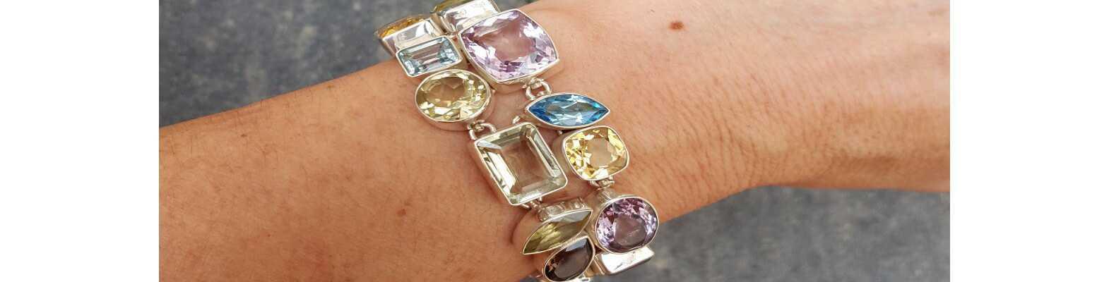 Silberne Edelstein-Armbänder